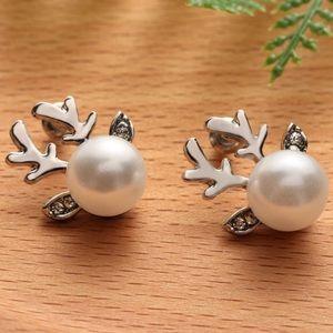 Jewelry - Silver reindeer earrings!